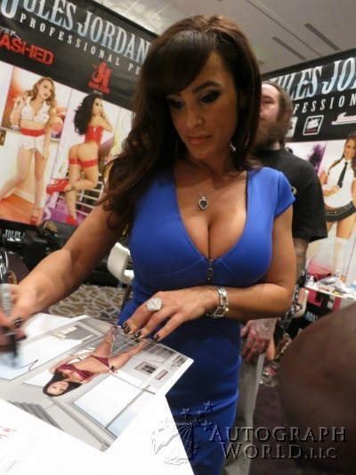 autograph world celebrity snapshot lisa ann. Black Bedroom Furniture Sets. Home Design Ideas